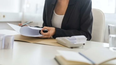 female-business-consultant-working-at-her-desk